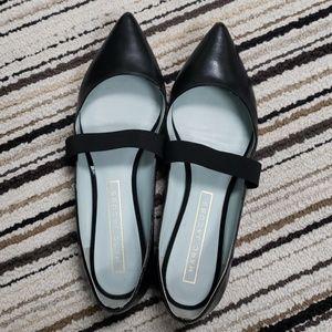 8.5 Marc Jacobs Leather Flats - Fits like 8